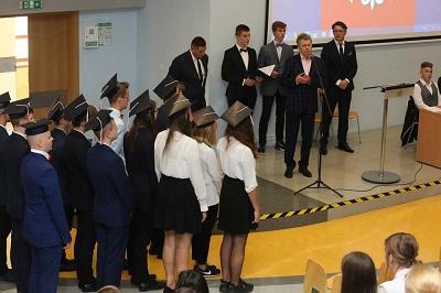 Nowi uczniowie Akademickiego Liceum Ogólnokształcącego i Technikum Akademickiego złozyli ślubowanie