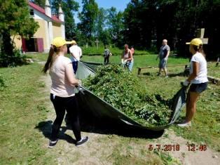 """Akcja """"Mogiłę pradziada ocal od zapomnienia"""" okiem wolontariuszy"""