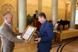 """Rektor PWSZ im. Witelona w Legnicy z nagrodą """"Aurea Praxis"""" !"""