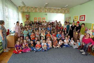 Studenci w przedszkolu